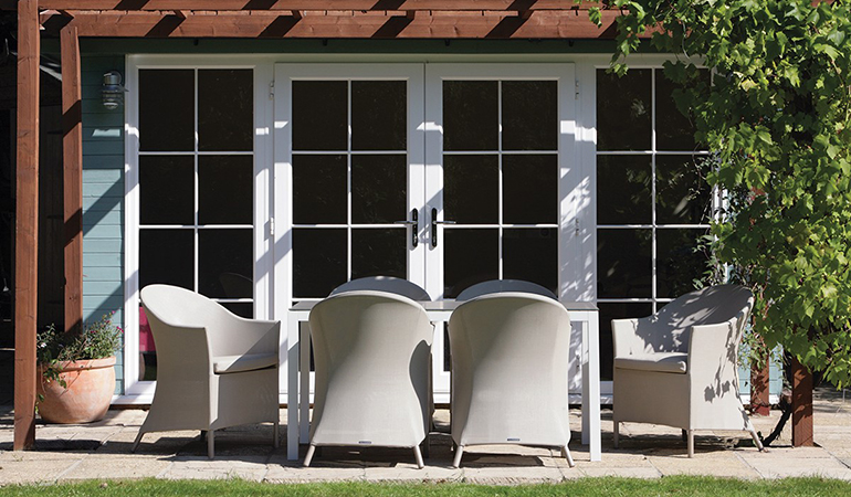 Кресло коричневое