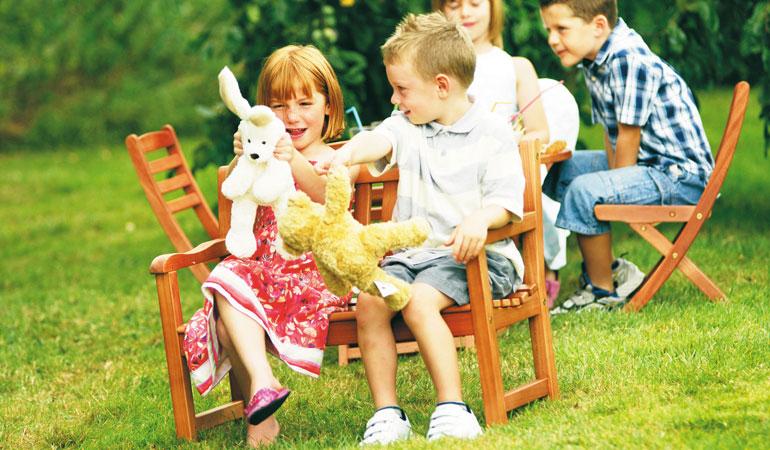 Стол и стулья детские
