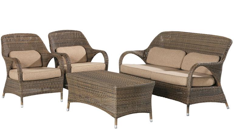 Двухместный диван с подушками