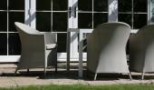 Коричневое кресло